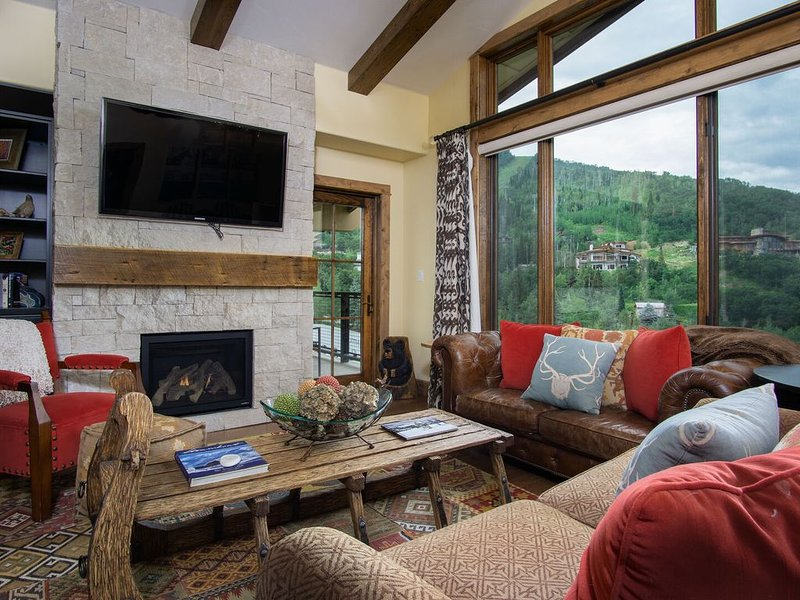 Slopeside Retreat at Edgemont-Luxury 3BD Ski In/Out!, alquiler de vacaciones en Steamboat Springs