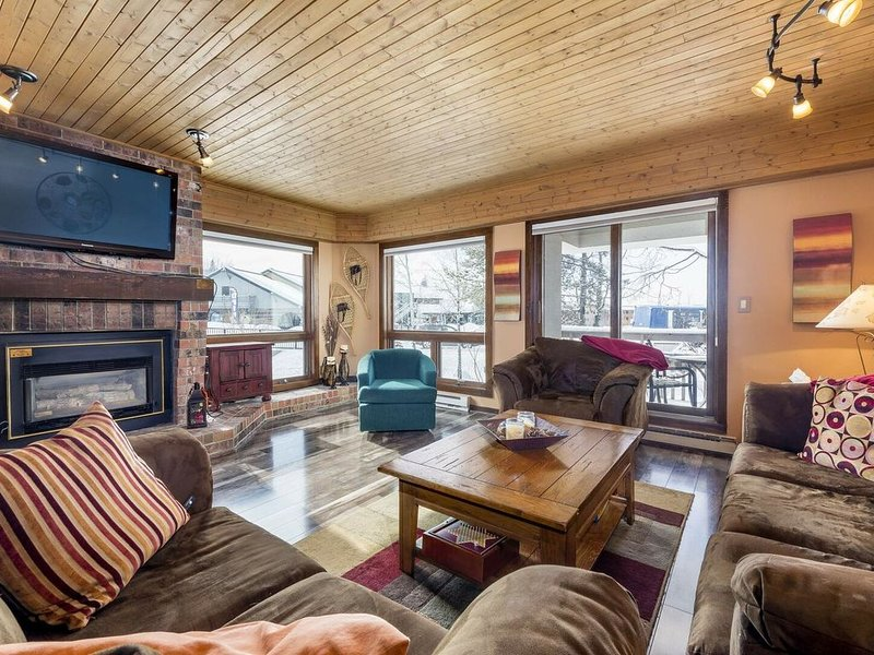 Villa Dulany - Exquisite Style Steps to the Slopes, Hot Tub, holiday rental in Steamboat Springs