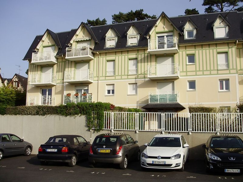 Appartement 3 pièces - 4/5 couchages, holiday rental in Bonneville-sur-Touques