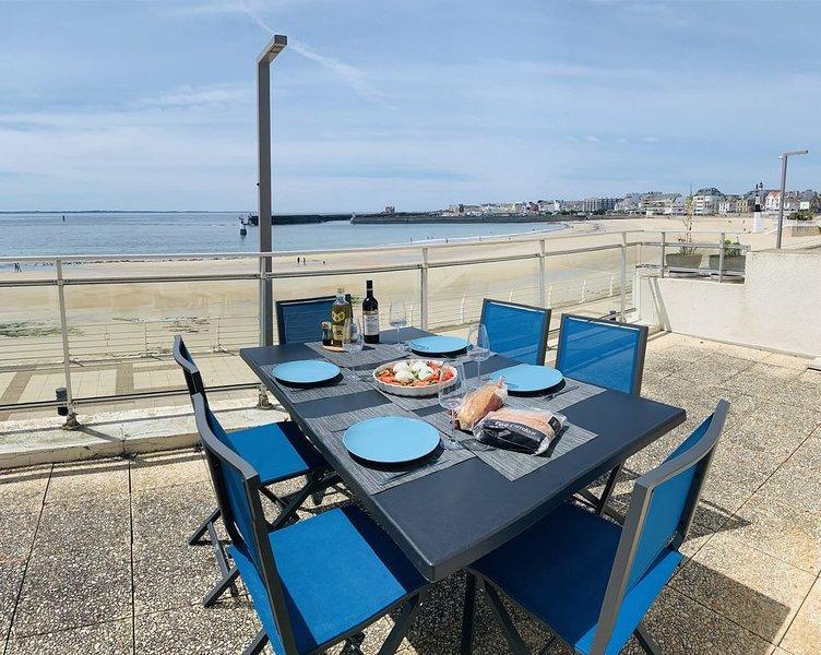 Appart vue mer panoramique, face a la grande plage avec terrasse et jardin., location de vacances à Quiberon