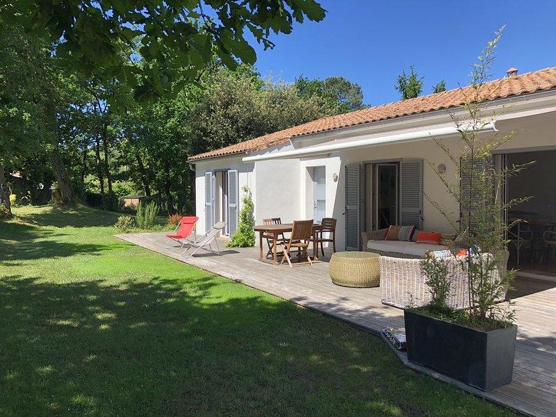 A 5 mn de l'océan, belle maison de vacances rénovée, sur terrain 1100 m2, vacation rental in La Tremblade