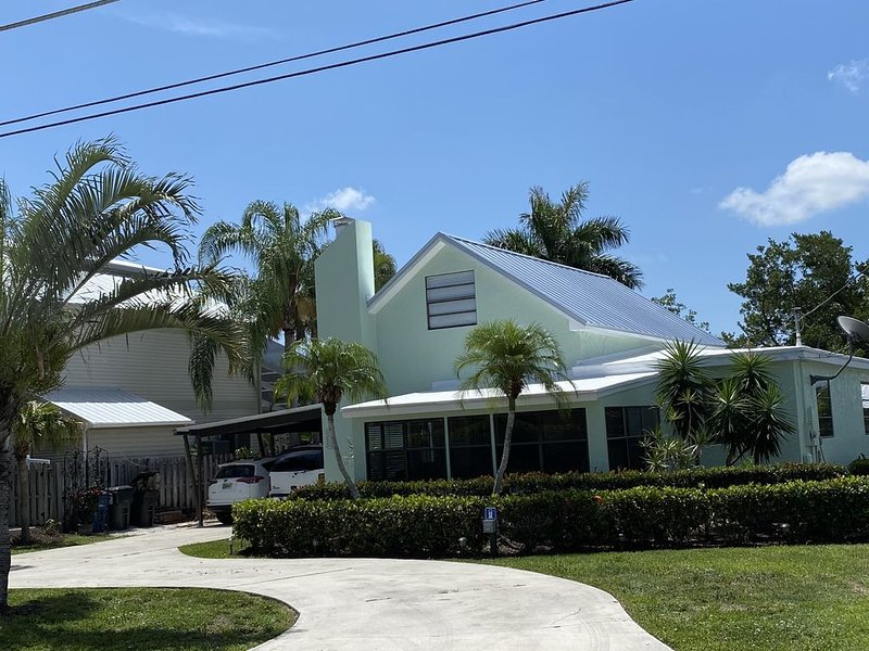 IntracoastalBliss! Waterfront home. Pet Friendly, close to Sanibel!, holiday rental in Biggar