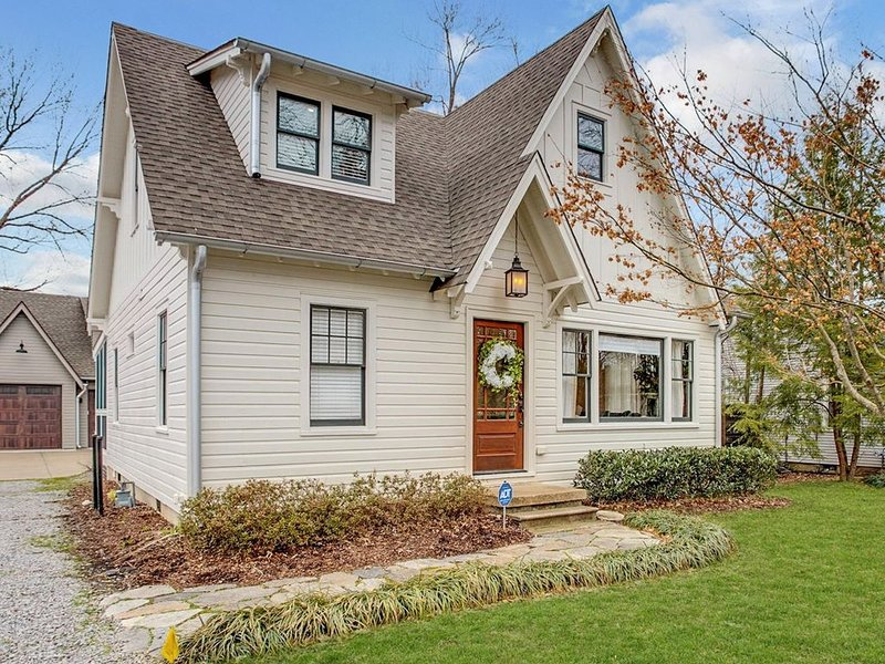 Craftsman's Cottage off West Main, vacation rental in Spring Hill