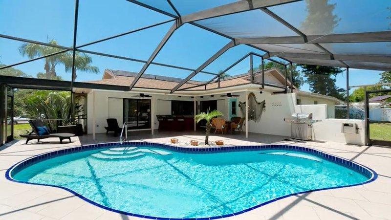 Coastal Breeze 4BR, Heated Pool, Sleeps 12, alquiler de vacaciones en Palma Sola