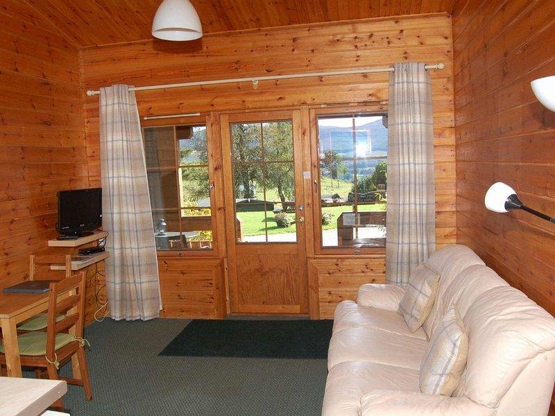 Cosy Rowan (2) woodland lodge by Killin, Loch Tay, vacation rental in Balquhidder