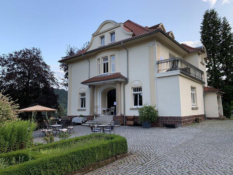 Wohlfühlappartement Erfurt in einzigartiger Lage am Kurpark, holiday rental in Schmerbach