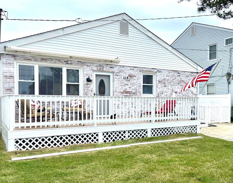 Comfy and open beach bungalow! 1 block to ocean!, vacation rental in Brigantine