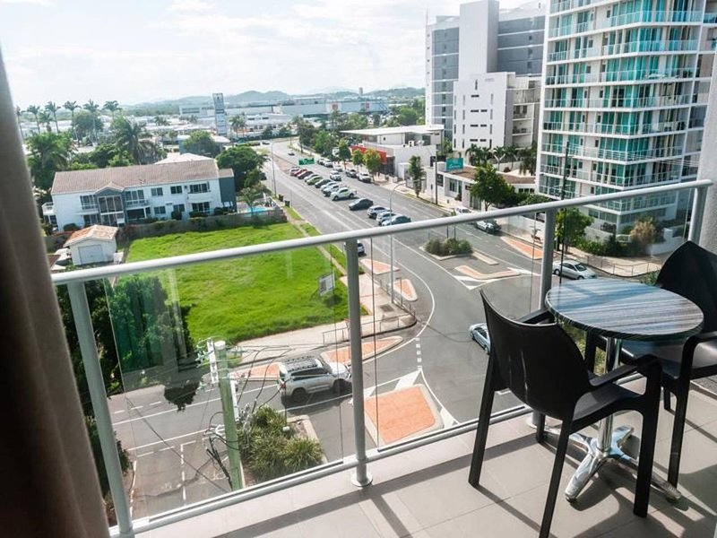 Amazing Views Self Contained Apartment, holiday rental in Mackay