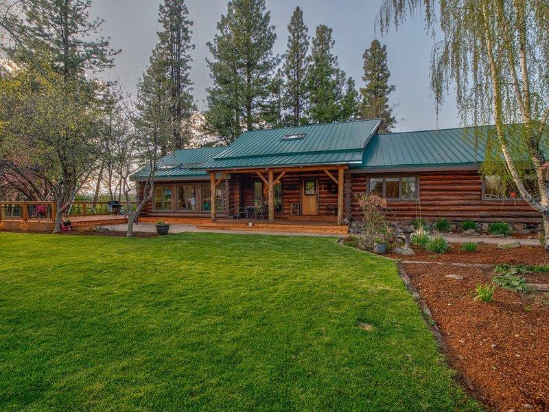 River Bend Ranch - Beautiful Log Home on the Williamson River, location de vacances à Chiloquin
