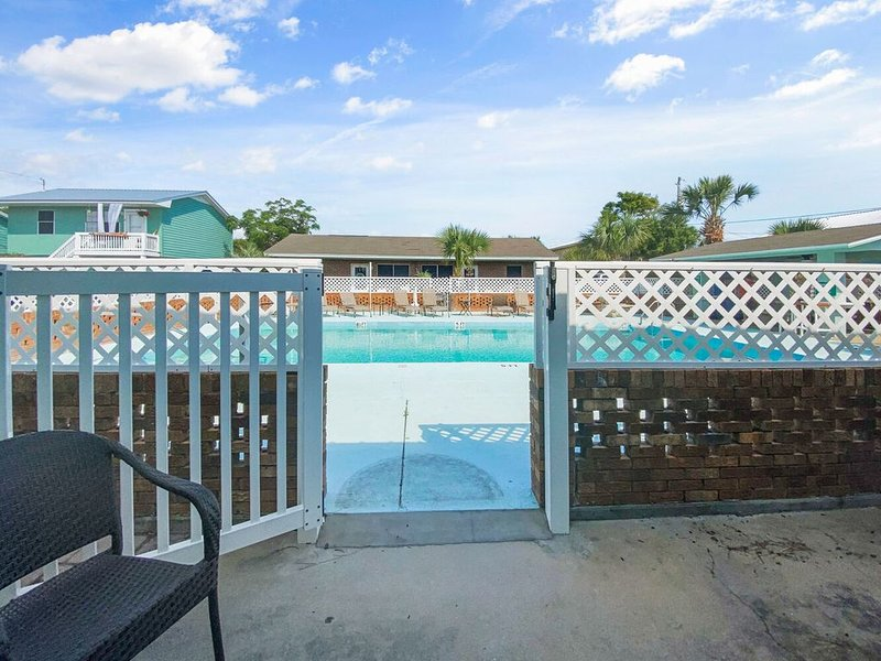 Dreamboat Annie~15% OFF Spring week! 200 Steps To Dedicated Beach! Call To Book!, holiday rental in Panama City Beach