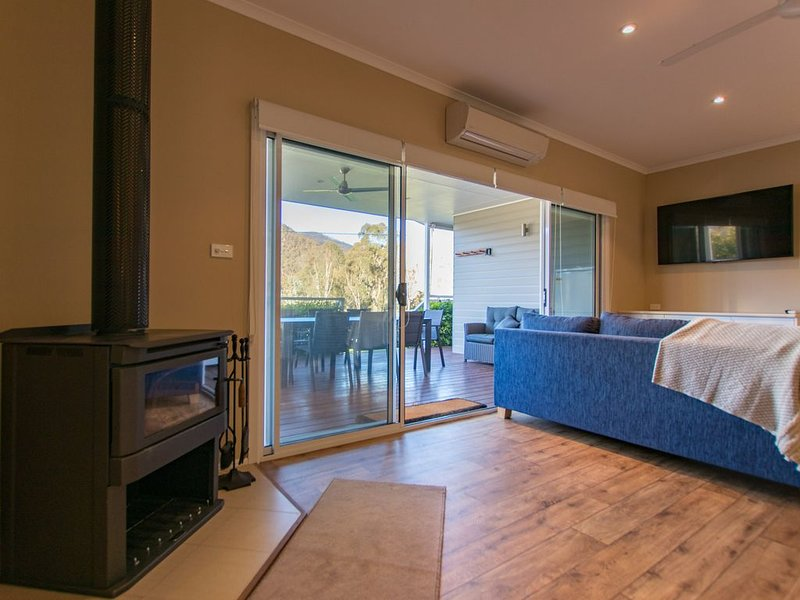 Rose Cottage offers comfort convenience and contemporary living., casa vacanza a Batlow