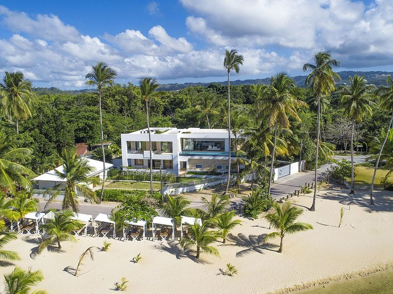 Villa Laguna Beach  Luxury Beach Front, vacation rental in Samana Province