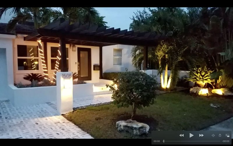 Modern Home with Backyard Oasis - Apres Beach Living with Pool, alquiler de vacaciones en Fort Lauderdale