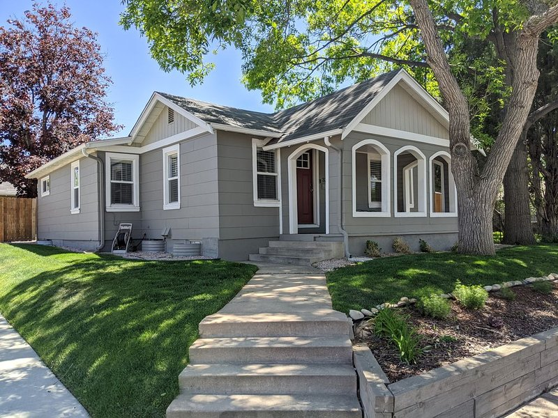 Gorgeous, renovated 1930s bungalow in Englewood!, location de vacances à Englewood