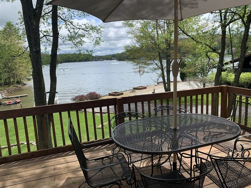 Social distance w/ lake views & access-right off I-80! Kayak, bonfires, & fish, holiday rental in DuBois