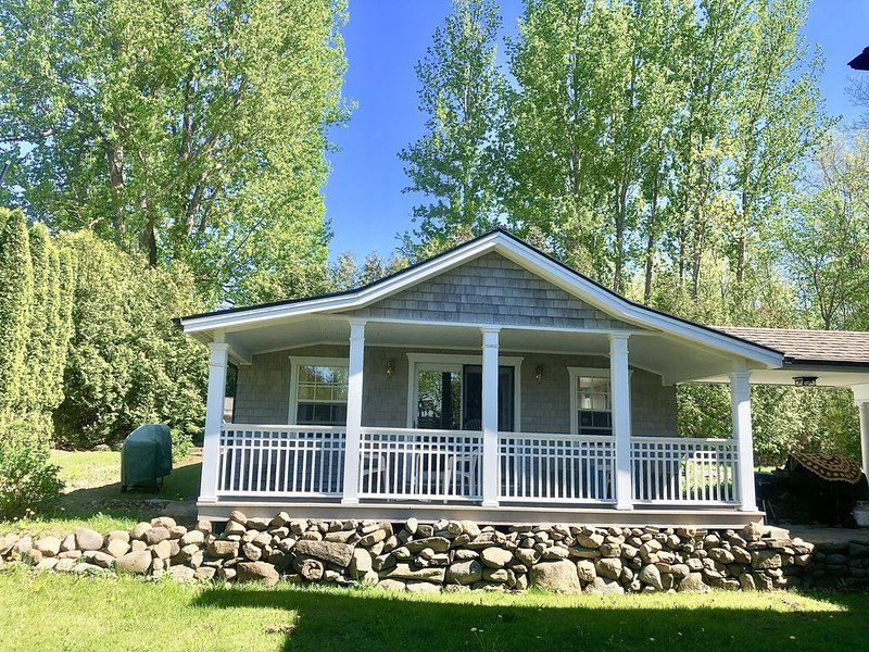 Cozy Island Getaway on Keeler Bay Lake Champlain, location de vacances à Milton