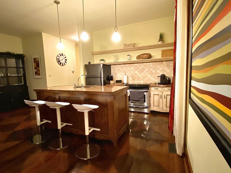 Lake views, walk to the beach!, holiday rental in Invermere