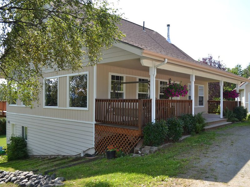 Pioneer Inn Guesthouse   *New Listing *Beautiful Views *Close to town, location de vacances à Fritz Creek