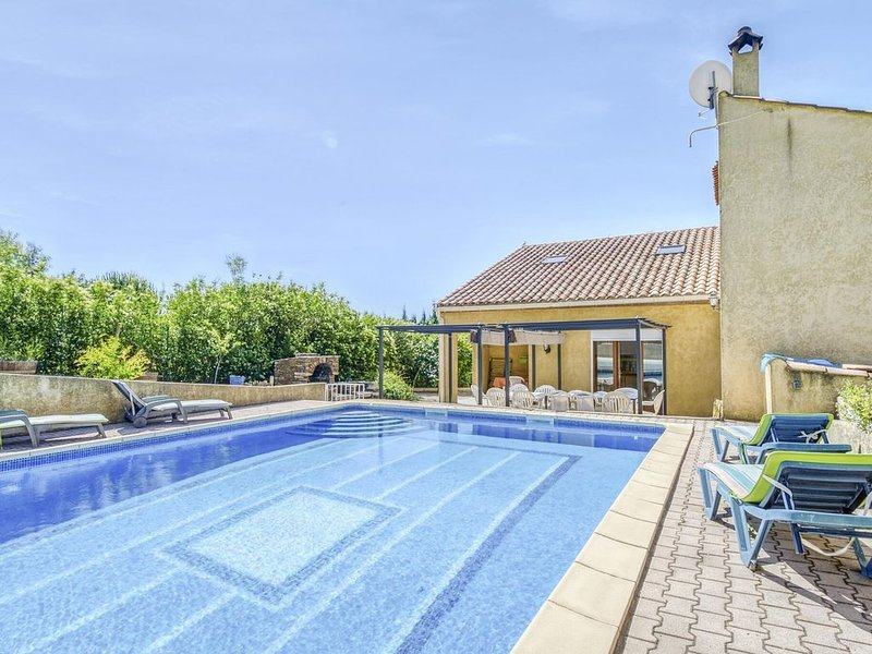 Alluring Holiday Home in Roquebrun with Swimming Pool, holiday rental in Berlou