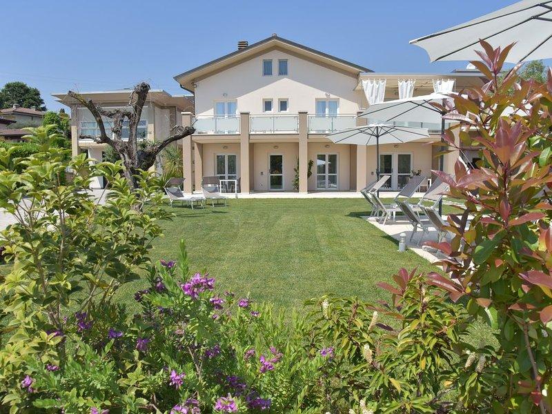 Daisy | Garda Bloom Holiday Apartments at Lake Garda, holiday rental in Padenghe sul Garda