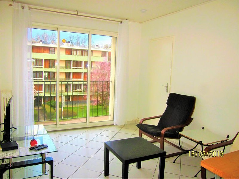 LIMOGES BEAUSEJ....T2 /40m2+++internet wifi++parkingSSS++/ nuit sans M..?, holiday rental in Feytiat