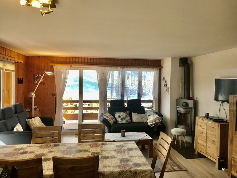 Centre Superbe appartement, piscine, parking et vue, holiday rental in Conthey