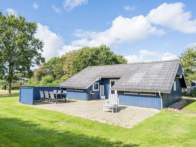 5 person holiday home on a holiday park in Hemmet, aluguéis de temporada em Skjern