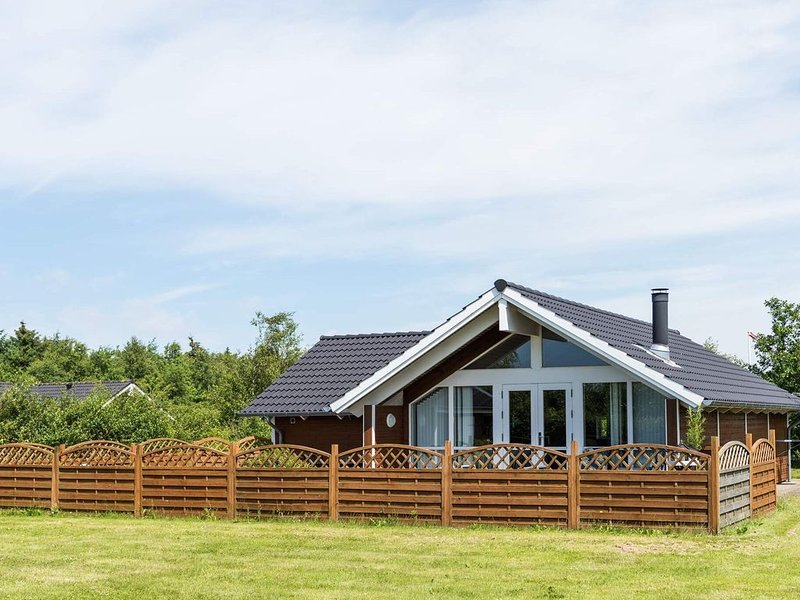 7 person holiday home on a holiday park in Hemmet, aluguéis de temporada em Skjern