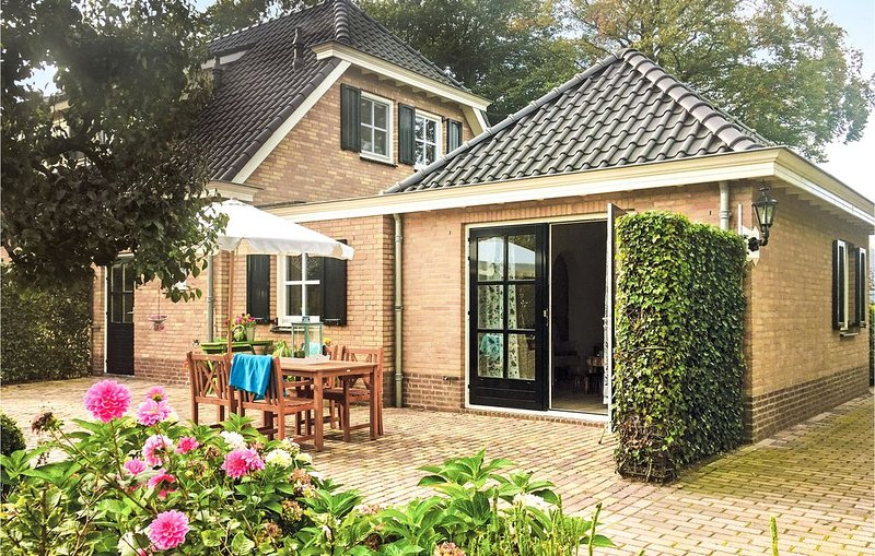 2 Zimmer Unterkunft in Loon op Zand, vacation rental in Loon op Zand