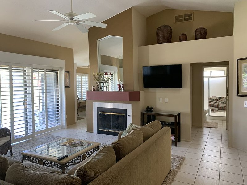 Beautiful views on the golf course, with 2 Bedrooms And 2 Bathrooms!, alquiler de vacaciones en Palm Desert