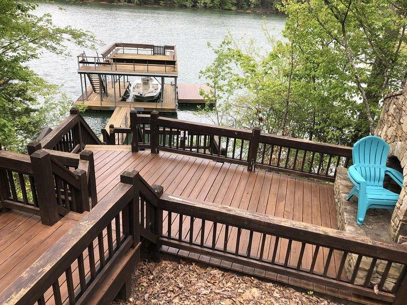 Rare Gem on YEAR ROUND DEEP Water of Lake Blue Ridge!, alquiler de vacaciones en Morganton