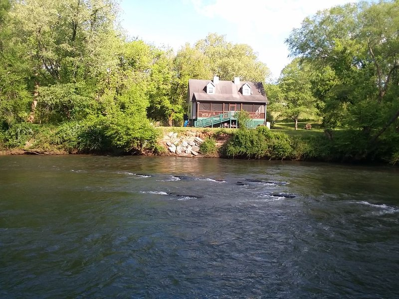 RiverFront,  Fishing, Folk School, Casino, WiFi*Cell,, Pet Friendly-Fence, holiday rental in Brasstown