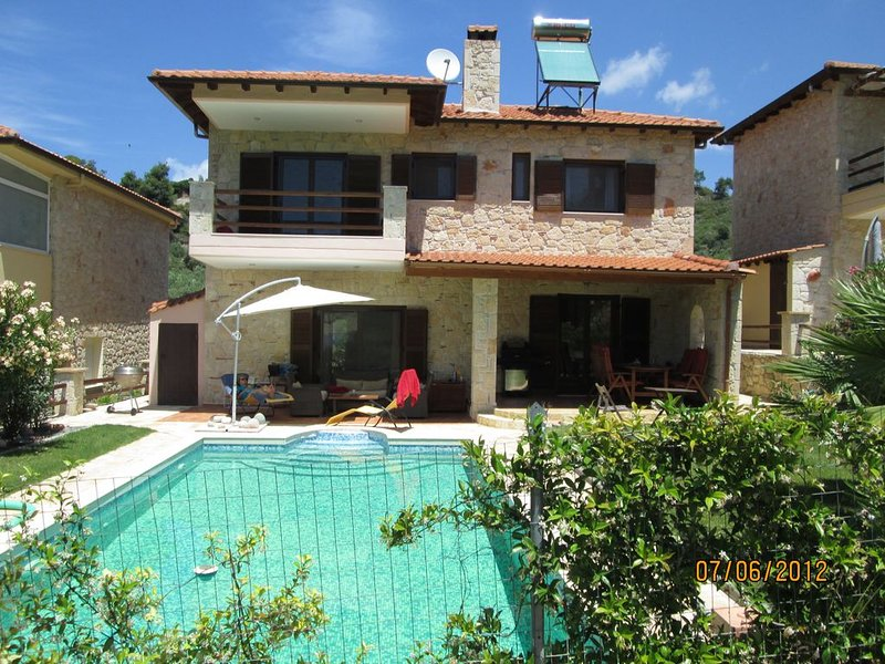 Villa with own private swimming pool : second property Number ******** Chalet., Ferienwohnung in Loutra