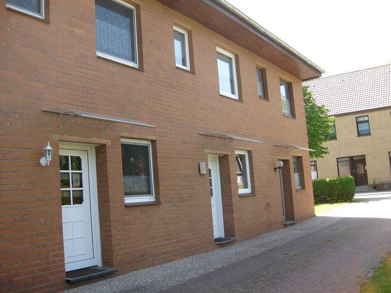 Reihenmittelhaus mit Terrasse nahe Center Parcs Tossens, holiday rental in Tossens