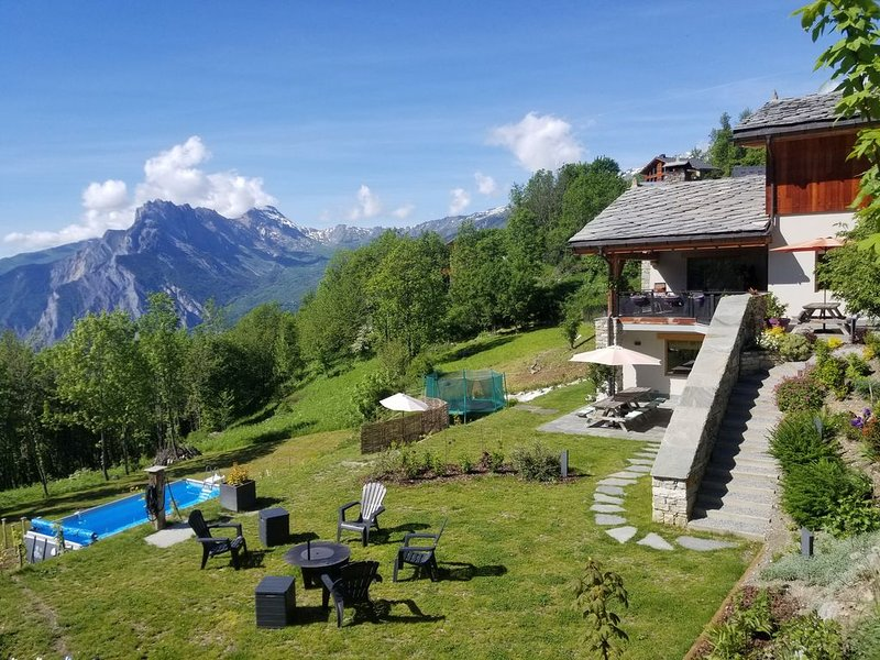 APPARTEMENT AU RDC EN CHALET DE 110 M2 POUR 12 PERSONNES, holiday rental in Valmeinier