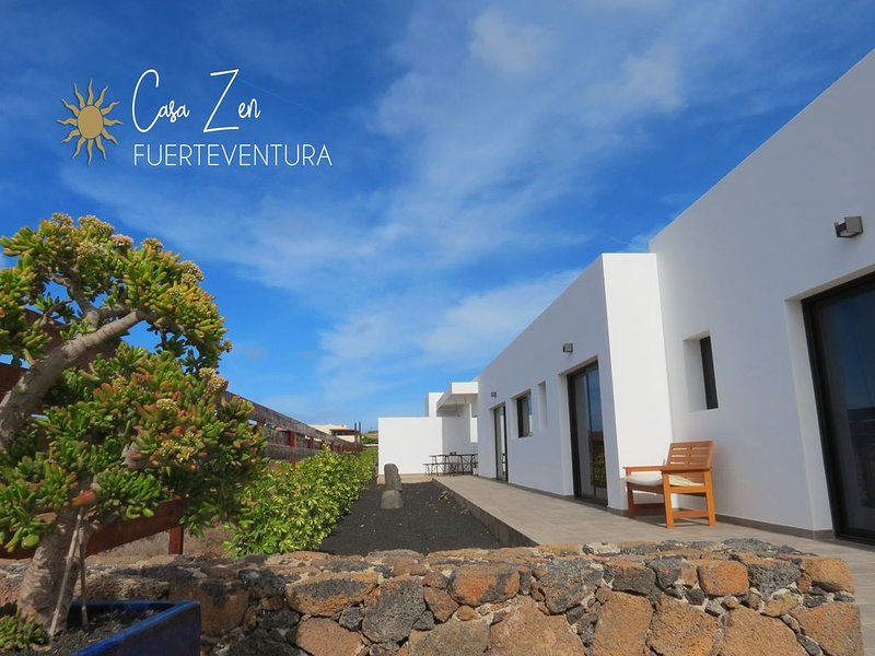 Casa Zen : 120 m2, contemporaine, piscine, holiday rental in Lajares