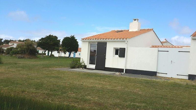 Maison bord de mer agréable & confortable & piscine chauffée et tennis, location de vacances à L'Aiguillon-sur-Vie