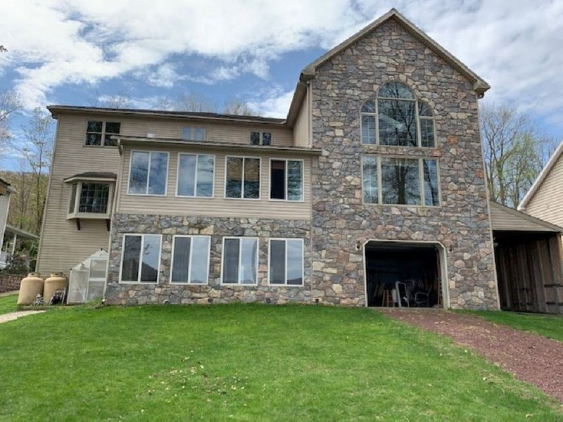 Pocono Area Lakefront Estate, GREAT FOR KIDS, Pontoon boat for rent, game room, vacation rental in Luzerne County