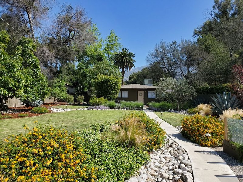 Private guest house in beautiful Altadena, vacation rental in Altadena