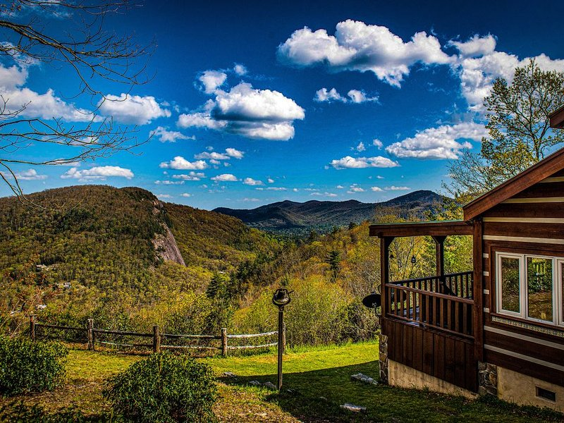 *New Listing: Moose Mountain Cabin - A cozy get-away in the Blue Ridge Mountains, alquiler de vacaciones en Glenville