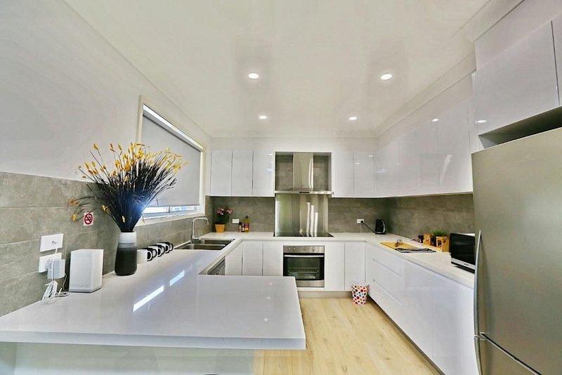 Modern 4-Bedroom Large House Close to Singleton CBD Hunter Valley, alquiler de vacaciones en Singleton
