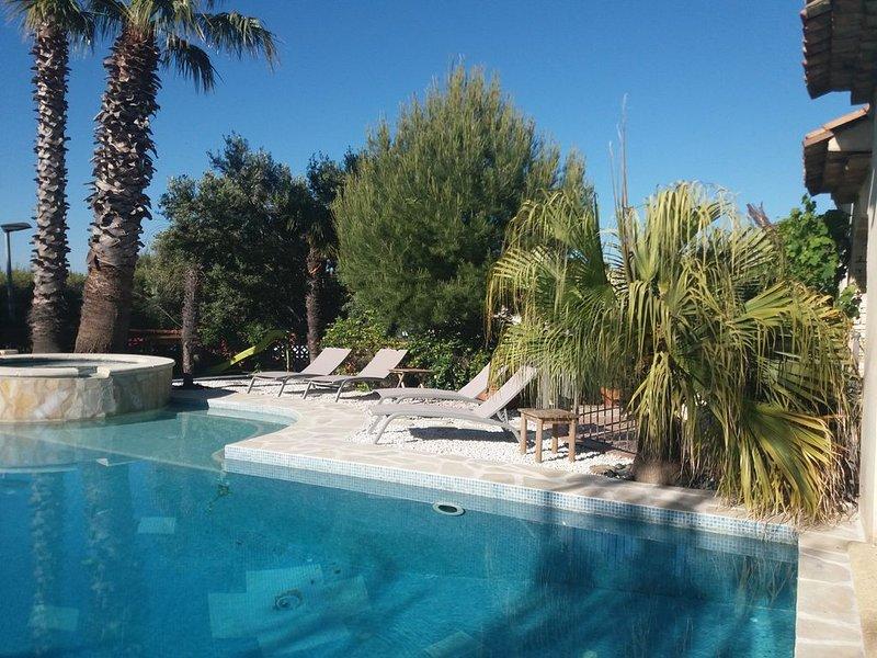 Appartement 40M² dans villa avec piscine CARRY LE ROUET, vacation rental in Chateauneuf-les-Martigues