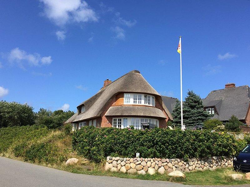 Reetgedecktes Ferienhaus, direkter Blick auf das Wattenmeer, mit großem Garten, location de vacances à North Friesian Islands