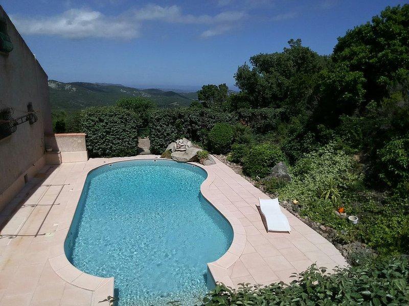 Appartement 4/6 personnes climatisé 60 m2  piscine endroit tranquille, aluguéis de temporada em Porto-Vecchio