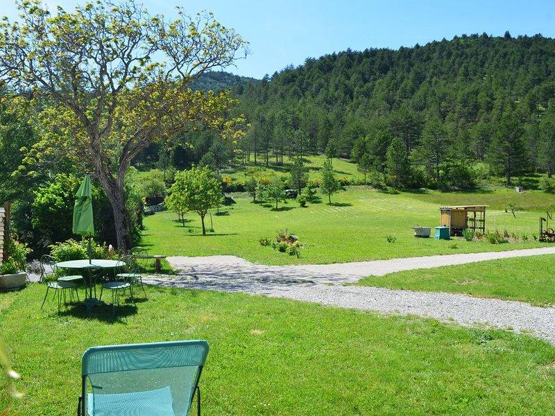 Joli Gîte Diois au calme, vacation rental in Chamaloc