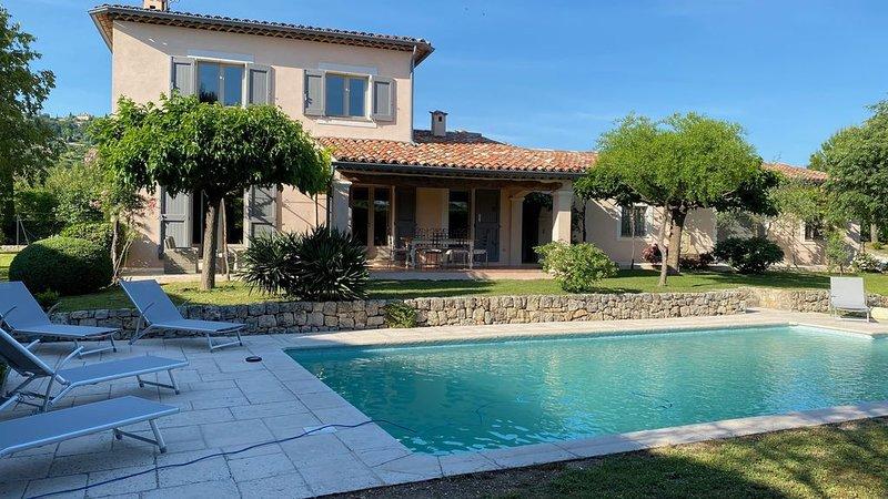 Location villa tout confort avec piscine privée proche de toutes commodités., location de vacances à Montauroux