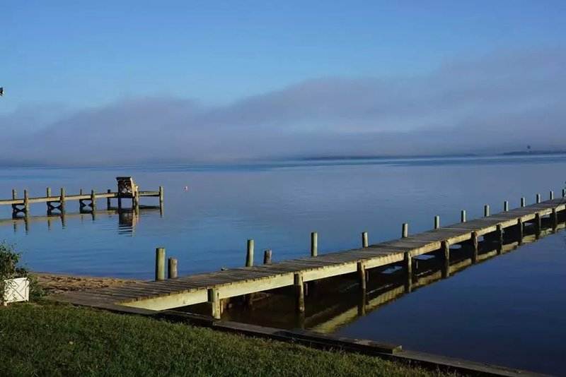 Peaceful Waterfront Getaway with Sandy Beach and Pier, location de vacances à Tappahannock