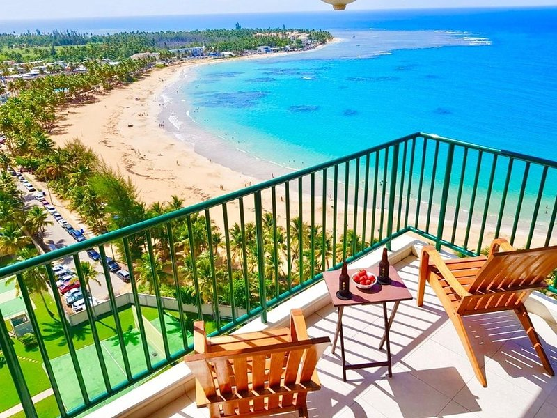 Incredible ocean views from beachfront corner unit condo, holiday rental in Luquillo