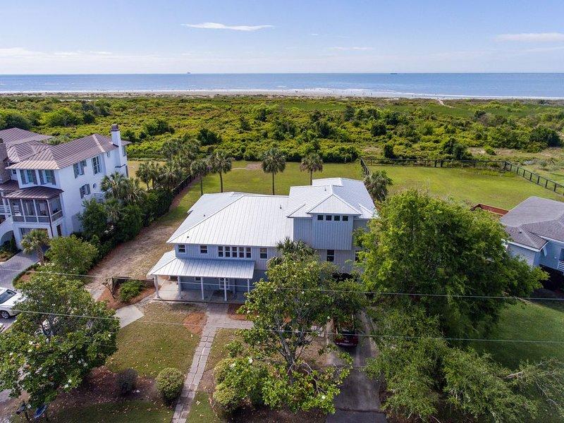 Sullivan's IslandOceanfront 5 Bdrm 4 bath sleeps 12 with Spectacular Ocean Views, location de vacances à Sullivan's Island