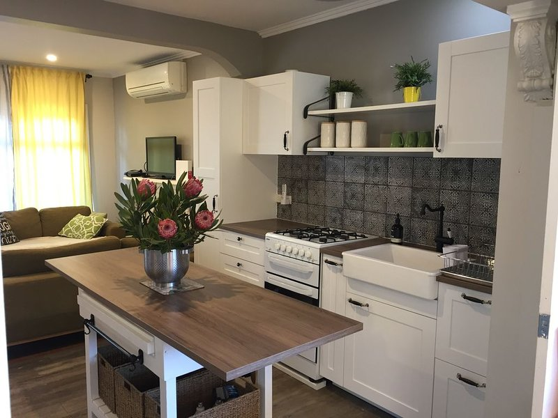 Cottage by the Sea ---Quick response 24/7, holiday rental in Mornington Peninsula